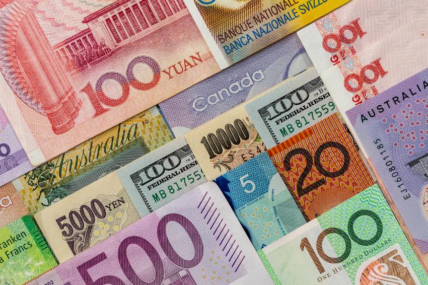 Названы самые рисковые и безопасные валюты 2020 года