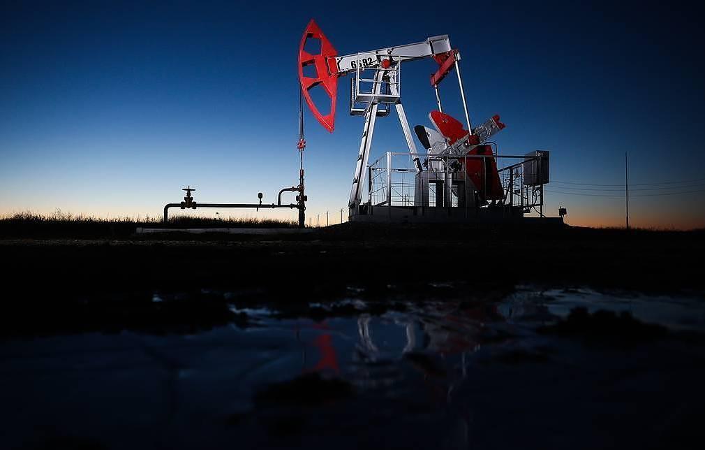 Цена американской нефти вернулась к положительному значению