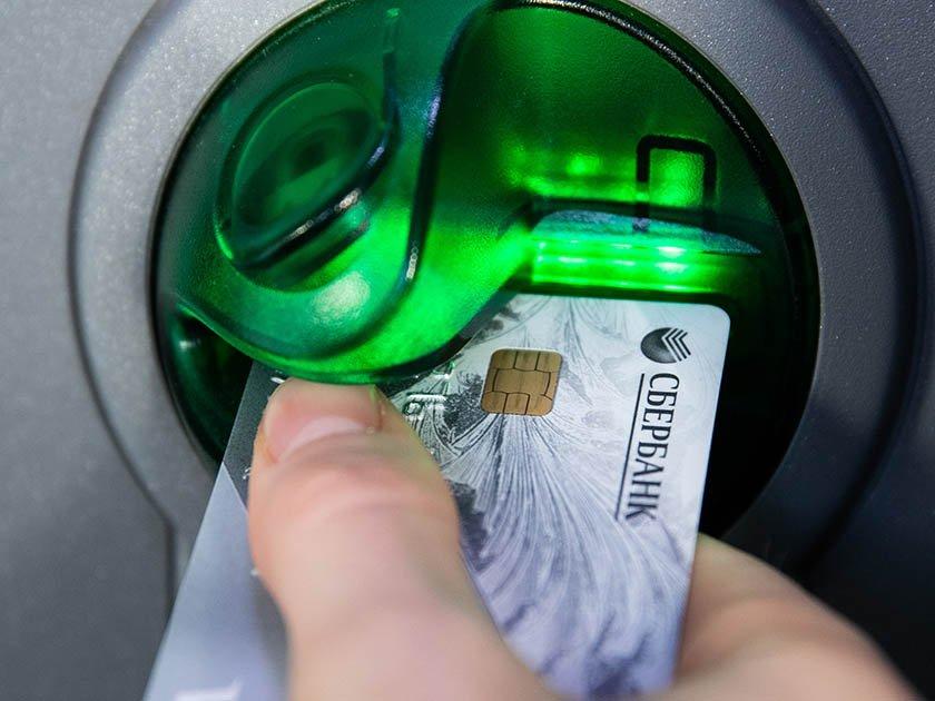Не все банки готовы обслуживать карты с истекшим сроком
