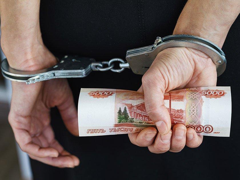 В России рекордно выросло число осужденных за крупные взятки