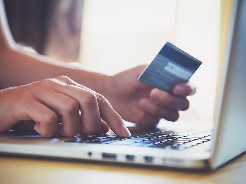 В банках обсуждают перевод зарплат через СБП
