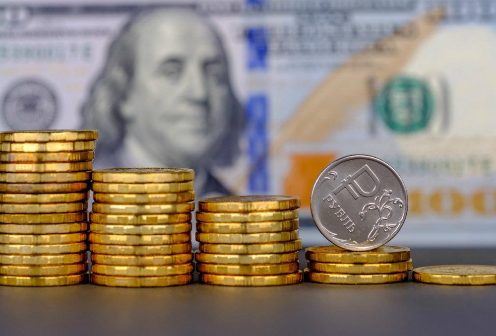 Дан прогноз по курсу рубля до осени и возможных угроз для рынка