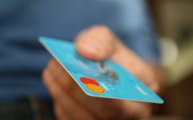 На запрет оболванивания россиян банкиры ответили угрозой лишения их кредиток