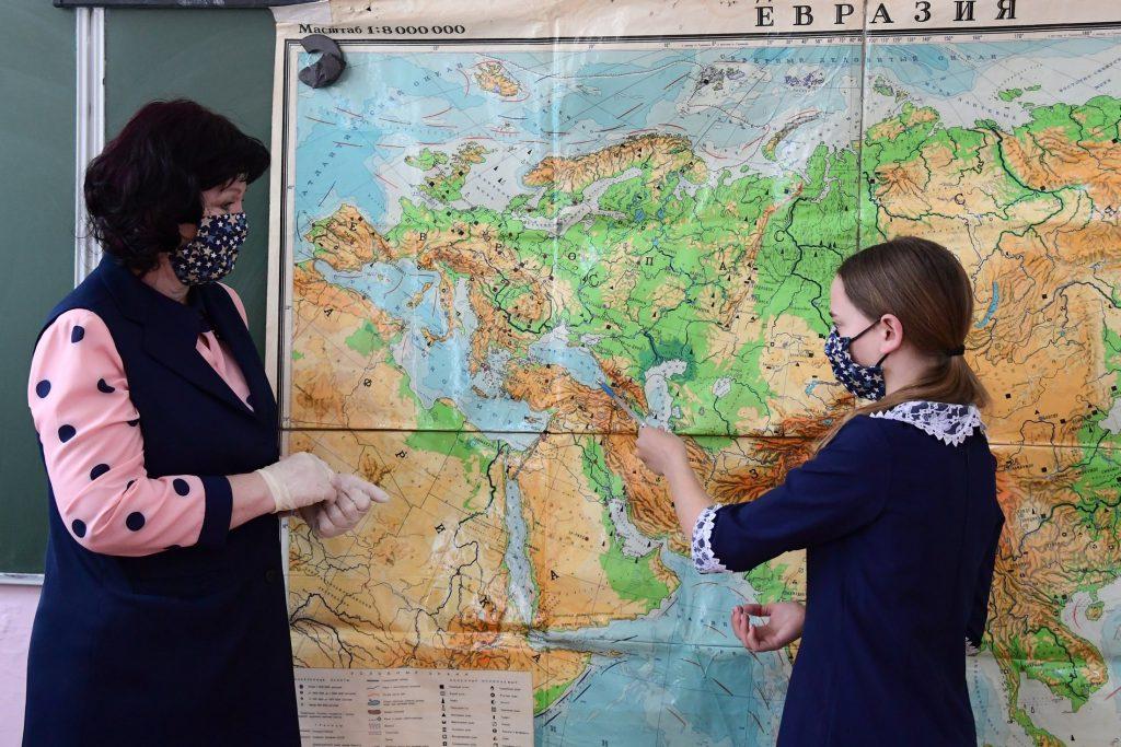 Попова: Нет необходимости в новых ограничениях для школ и экономики