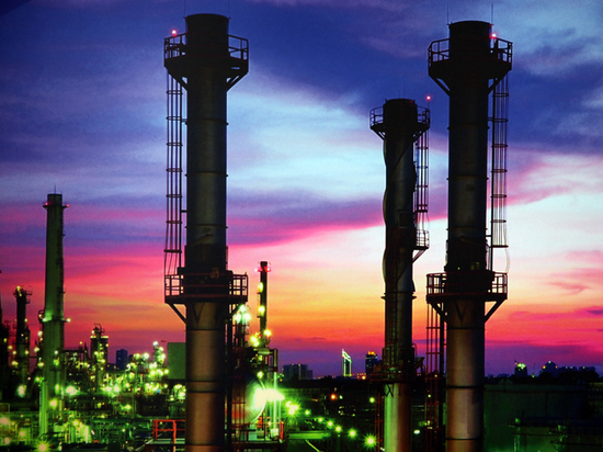 Российские заводы остались без нефти: цены на бензин будут расти