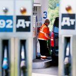 Нелегкая добыча: на рынке может оказаться более 2 млн баррелей лишней нефти