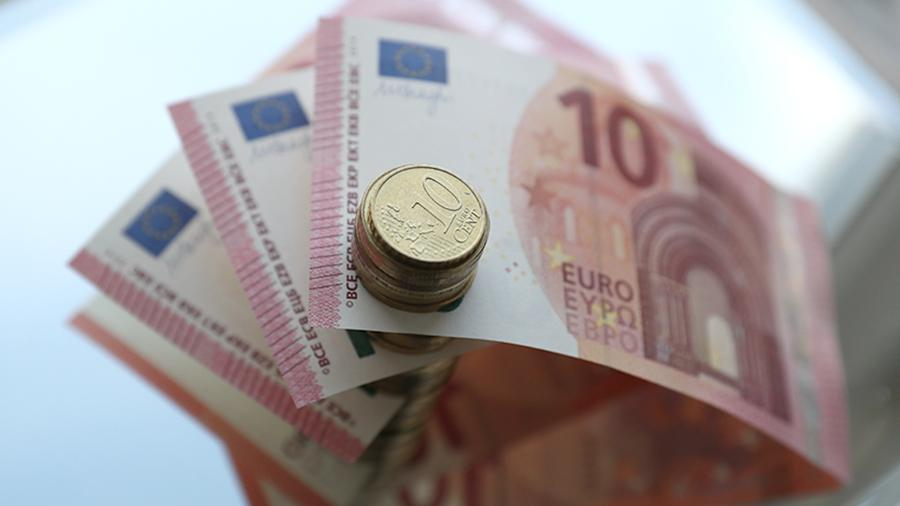 Евро опустился ниже 89 рублей впервые с 21 января