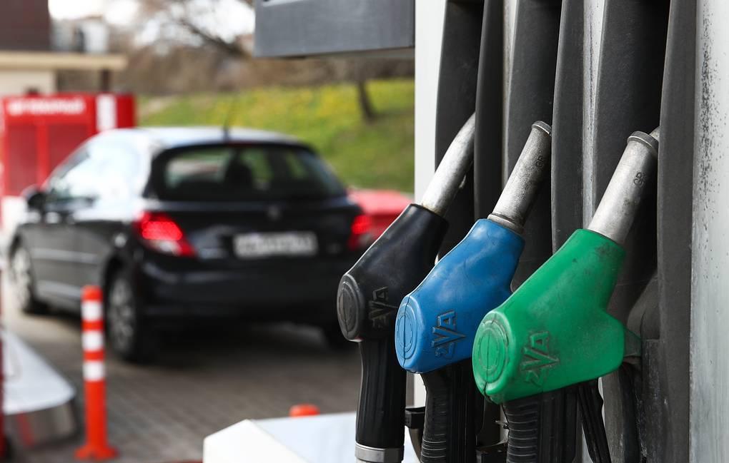 Минэнерго объяснило, почему цена бензина не снижается вместе с нефтью