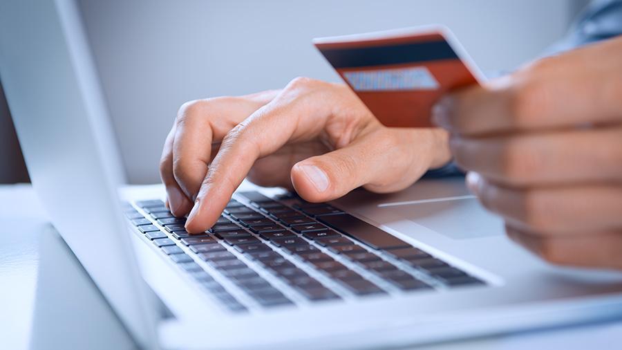 В России доля безналичных платежей за год выросла до 76%