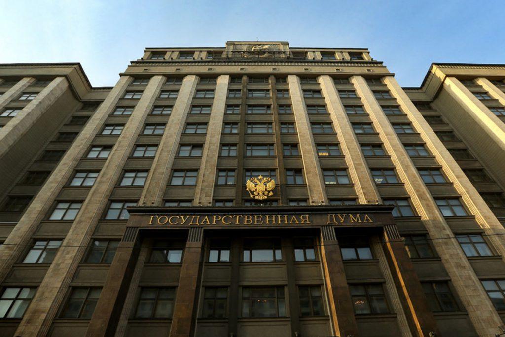 Акции нефтяных компаний снижаются на Мосбирже на фоне падения цен на нефть