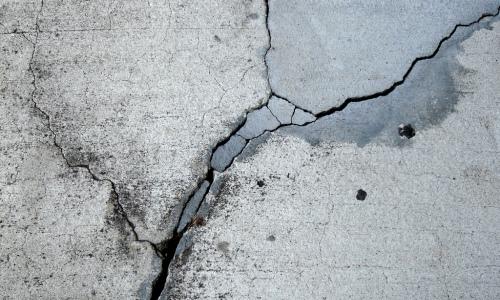 Как отремонтировать залитую бетонную стену