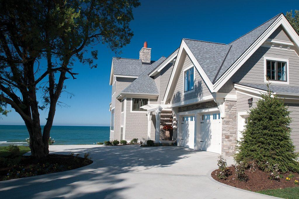 В чем достоинства собственного дома у моря?