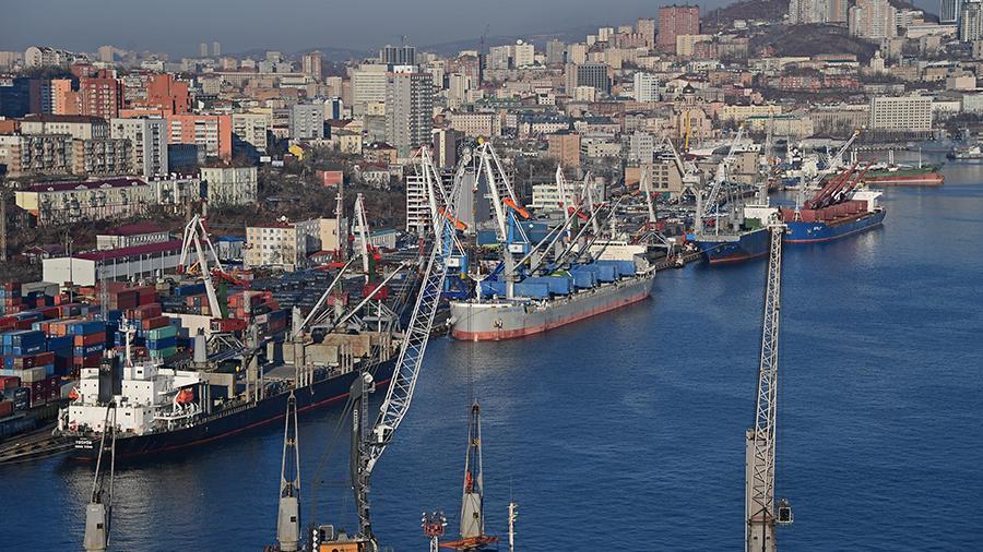 В России предложили запретить перевалку грузов в открытом море