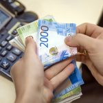 Должникам сохранят доход в размере прожиточного минимума Текст: Татьяна Замахина