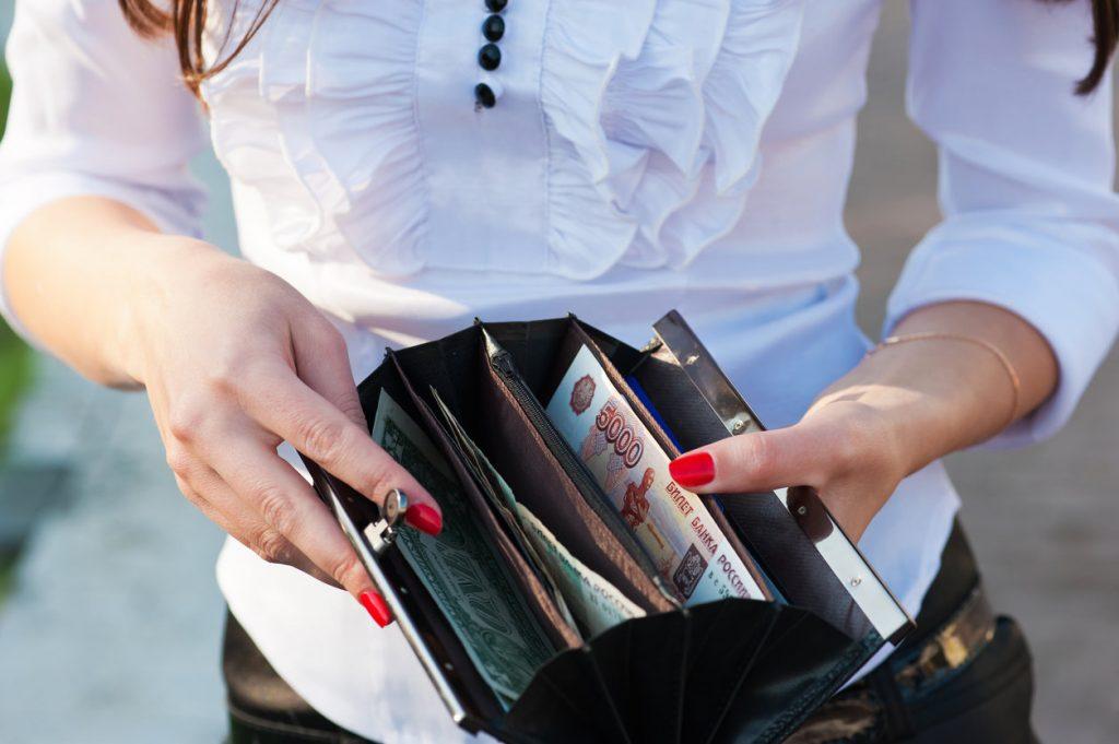 Россияне в июне взяли рекордный объем кредитов наличными
