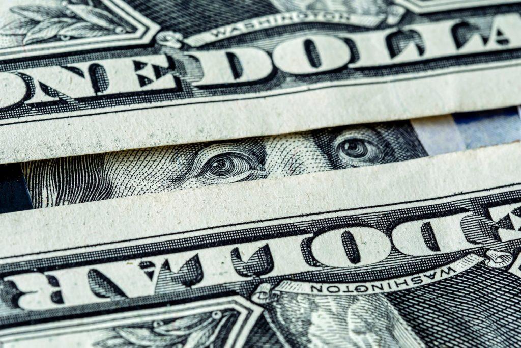 Эксперт рассказал, когда будет выгодно продавать доллары