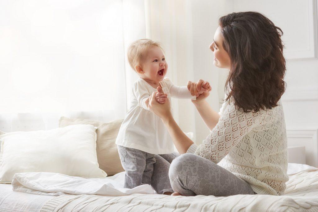 В ПФР разъяснили, как в стаже учитываются периоды ухода за ребенком