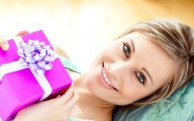 Выбираем хороший подарок девушке: полезные нюансы и рекомендации