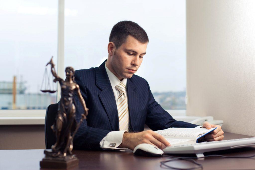Преимущества использования услуг компаний, предоставляющих юридическую помощь