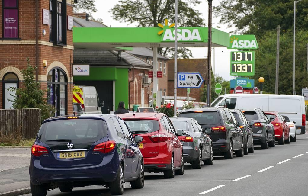 В Британии приостановят действие антимонопольного закона, чтобы наладить поставки бензина