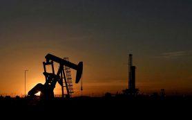 Цена нефти продолжила снижаться на пятничных торгах